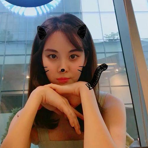 Seol Hyun hóa thân thành cô mèo đáng yêu.