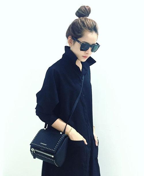 12. Chi Pu không ngại bỏ ra hơn 50 triệu đồng để mua về chiếc túi Pandora Box của Givenchy.