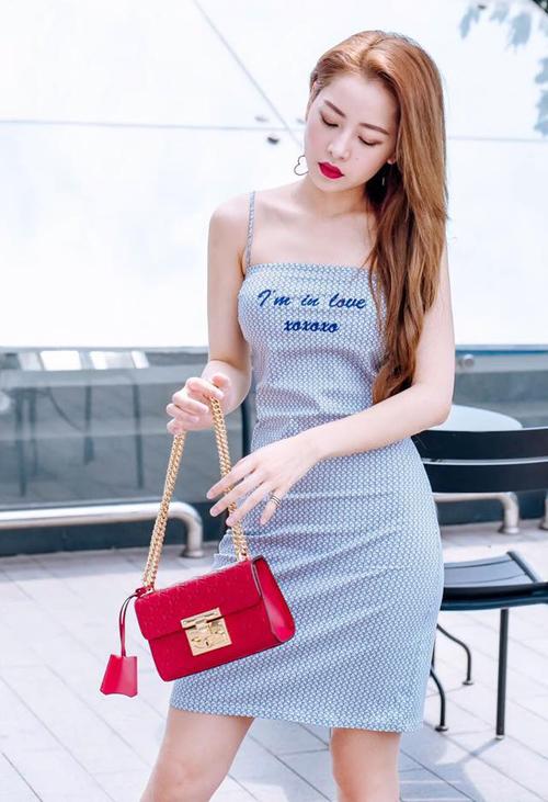 5. Mẫu túi Gucci dòng Padlock với chiếc khóa riêng biệt không hề lẫn tạp có giá gần 60 triệu đồng là món đồ sành điệu, hợp mốt mà bất kỳ cô gái nào cũng muốn sở hữu.