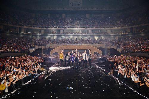 Super Junior chứng minh đẳng cấp bằng những concert kín chỗ ở nước ngoài.