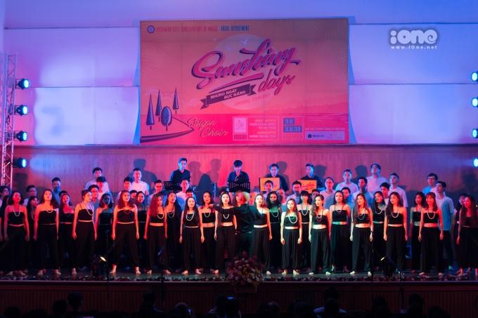"""<p> Tối 30/6, Saigon Choir - dàn hợp xướng trực thuộc khoa Thanh nhạc Nhạc Viện TP HCM mang tới người nghe một đêm nhạc nhiều cảm xúc, thổi """"luồng gió"""" mới vào âm nhạc hợp xướng.</p>"""