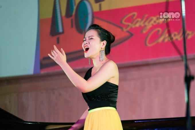 <p> Đêm nhạc có sự tham gia của khách mời đặc biệt là nghệ sĩ opera Phạm Khánh Ngọc.</p>