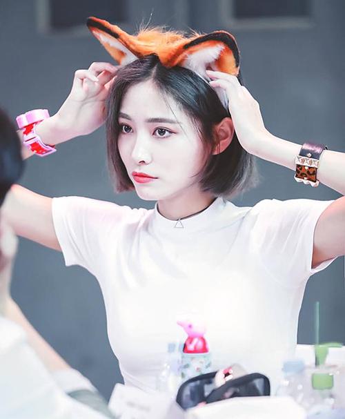 Hứa Gia Kỳ từng ghi danh vào SM nhưng bị loại ở vòng tuyển chọn. Cô nàng sở hữu lượng fan Hàn đông đảo nhất SNH48. Giai Kỳ có ngoại hình sắc sảo, chuẩn girl crush.