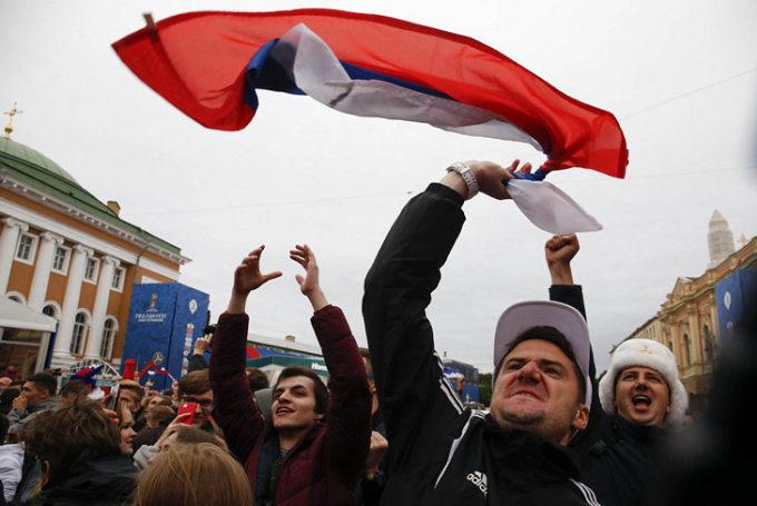 """<p> Trận đối đầu với Tây Ban Nha có lẽ là trận đáng nhớ đối với không chỉ """"Những chú gấu Nga"""" mà còn cả người hâm mộ bóng đá trên khắp thế giới.</p>"""