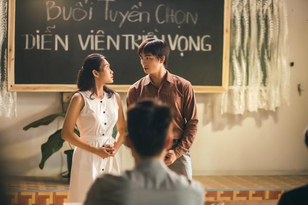 Hương Tràm tiết lộ việc mời được Lãnh Thanh là một cái duyên. Khi gặp 9x, cô đã mời ngay tham gia MV Duyên mình lỡ bởi giống người yêu cũ tới 90%.