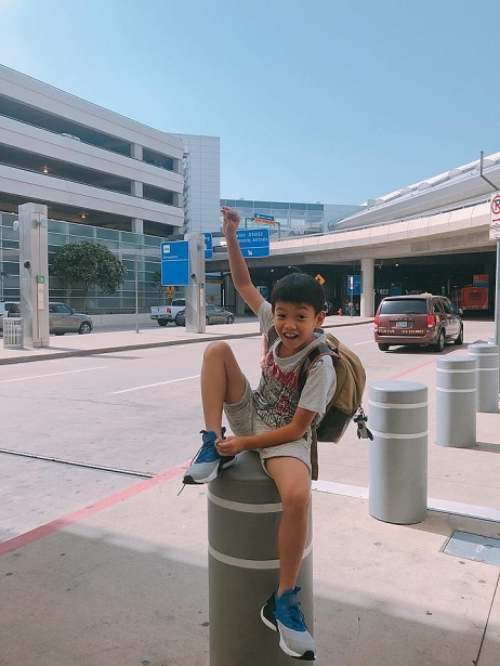 Hồ Ngọc Hà khoe ảnh con trai Subeo trong chuyến đi lưu diễn kết hợp nghỉ dưỡng của cô và cậu bé.