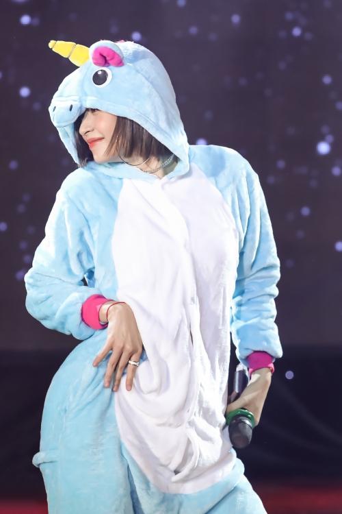 Chi Pu đãi fan vũ đạo sexy, hóa thành chị Nguyệt thảo mai - 3