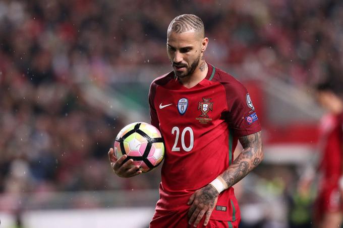 <p> <strong>Ricardo Quaresma (ĐT Bồ Đào Nha):</strong></p> <p> Nếu không sinh cùng thời với Cristiano Ronaldo, có lẽ Quaresma chính là ngôi sao sáng nhất của bóng đá Bồ Đào Nha hiện tại. World Cup 2022 có lẽ đã quá trễ để cầu thủ 35 tuổi thay thế CR7.</p>