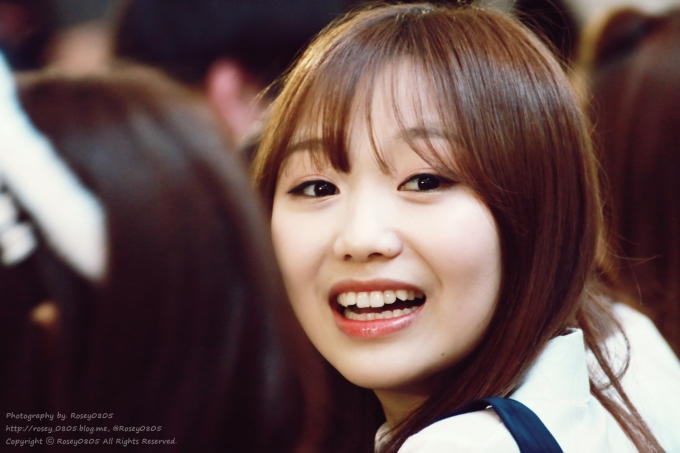 <p> Cặp răng thỏ giúp Su Jeong thêm phần đáng yêu, phù hợp với nét baby của gương mặt.</p>