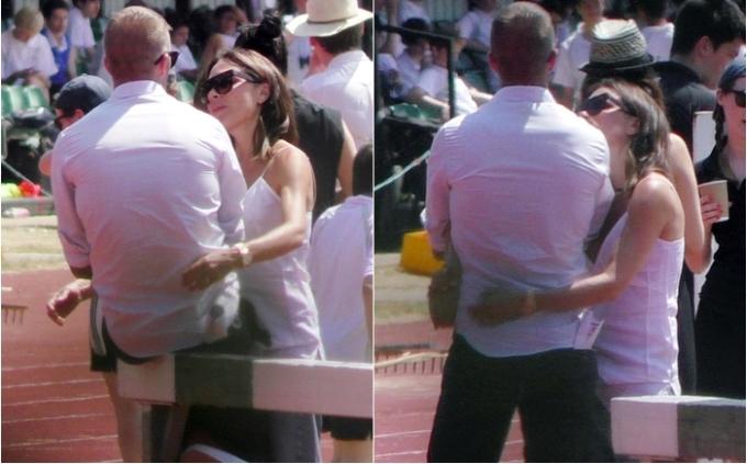 <p> Một lần nữa Victoria cố gắng thân mật. Cô vòng tay ôm eo Beckham, một cử chỉ thể hiện niềm vui, tình yêu và quyền sở hữu. Tuy nhiên Beckham vẫn rất thờ ơ, ngồi yên tại vị trí với cánh tay khoanh trước ngực thay vì chạm tay vào người bà xã.</p>