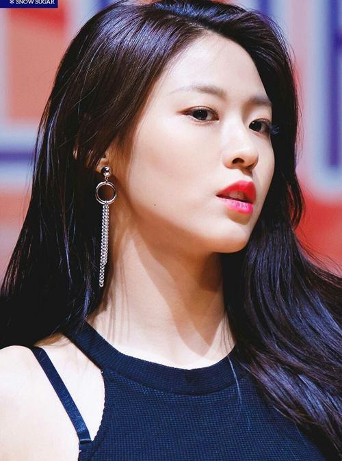 Hoa tai chuỗi dài - bí kíp cho mặt xinh, chảnh của idol Hàn - 8