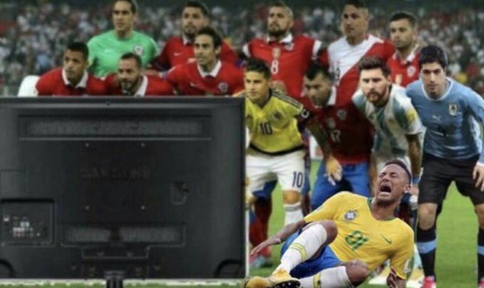 """<p> Còn đây là cách xem của Neymar, xem TV cũng phải """"diễn"""".</p>"""