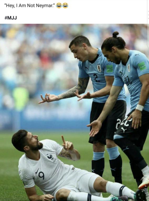 <p> Tài ăn vạ của Neymar được nhắc đến trong cả các trận của đội bóng khác.</p> <p> - Có đứng dậy không nào?</p> <p> - Này, tớ không phải là Neymar đâu nhé.</p>