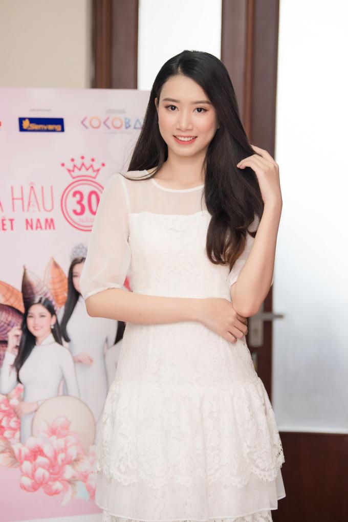 <p> Thí sinh Công Lê Minh Hương sinh năm 1996, đang theo học tại Học viên Báo chí và Tuyên truyền. Cô từng đạt giải Á khôi 1 Nữ sinh viên Việt Nam duyên dáng 2015.</p>