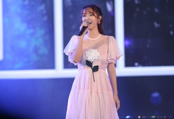 Jang Mi đầy ngọt ngào, duyên dáng qua các ca khúc Sáng nay mưa, Phượng buồn, Yêu.
