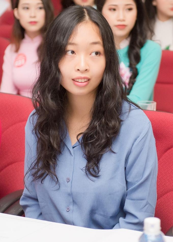 <p> Thí sinh Đỗ Hoàng Vân, sinh năm 1993, từng có 3 năm theo học cử nhân và thạc sĩ ngành Vật lý lượng tử tại trường chuyên sư phạm Paris, Pháp và đã theo làm Tiến sĩ Vật lý tại Italy được 2 năm. Đây cũng là trường hợp đầu tiên thí sinh có trình độ học vấn trên Thạc sĩ tham dự cuộc thi.</p>