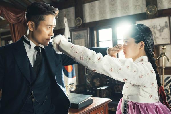 Bom tấn mới của Lee Byung Hun phá cả kỷ lục rating của Golbin