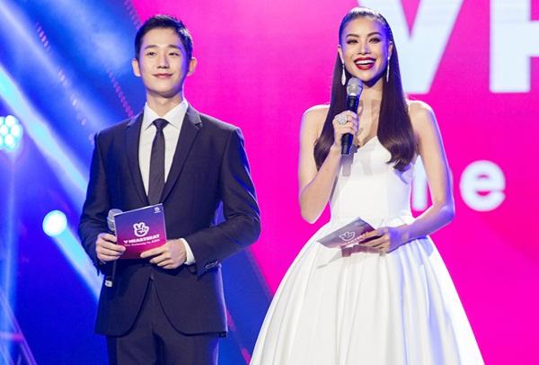 Hoa hậu Phạm Hương bày tỏ sự vinh dự khi được mời góp mặt trong đêm diễn hoành tráng quy tụ những nghệ sĩ nổi tiếng ở Hàn Quốc lẫn Việt Nam.