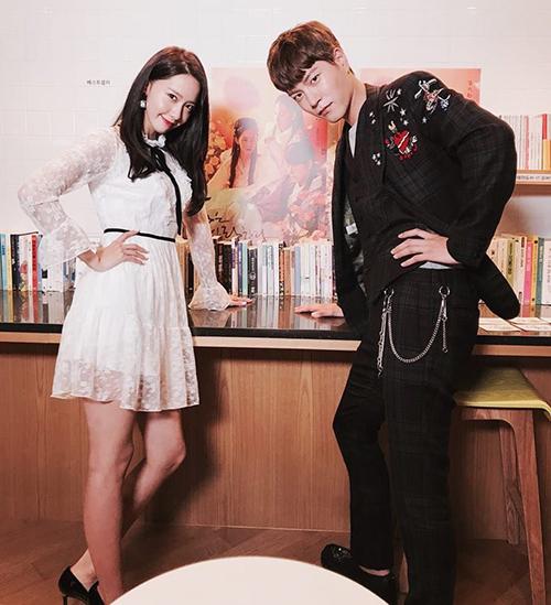 Yoon Ah lại đẹp đậm chất tiểu thư trong mẫu váy của thương hiệu Blugirl.