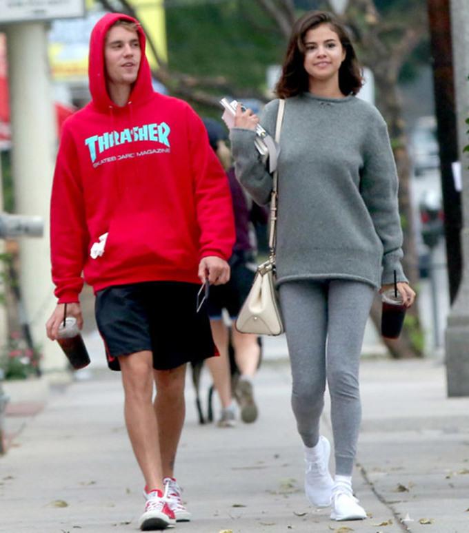 <p> Cuối năm 2017, Selena Gomez và Justin Bieber tái hợp. Hai người gắn bó vô cùng thân thiết khiến cho các fan hy vọng, thời gian 7 năm yêu nhau, chia tay rồi quay lại sẽ khiến tình cảm của họ trưởng thành hơn, có thể gắn bó lâu dài hơn. Thế nhưng lần tái hợp này cũng chỉ kéo dài được vài tháng rồi cả hai lại chia tay.</p>