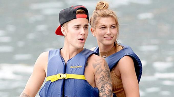 <p> Đầu năm 2015,Justin đã tay trong tay cùng người mẫu Hailey Baldwin. Tuy vậy, nam ca sĩ khẳng định họ là những người bạn tốt.</p>
