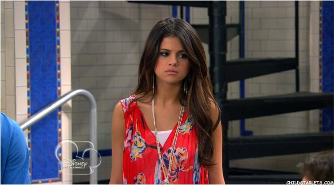 <p> Là một diễn viên nhí trong lò của Disney, sự nghiệp của Selena Gomez lên như diều gặp gió. 15 tuổi, cô có những vai phụ trong các series phim đình đám như <em>Hannah Montana</em> mùa 2 hay <em>Lizzie McGuire, The Suite Life of Zack & Cody</em>. Sau đó, cô nàng có riêng một phim của mình - <em>Wizards of Waverly Place.</em></p>