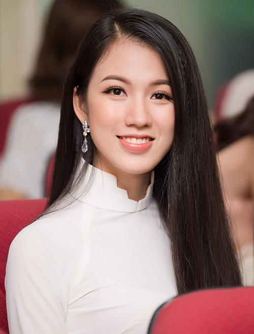 Trong đêm chung kết Hoa hậu Hoàn vũ Việt Nam 2017, Tuyết Trang từng gây tiếc nuối vì trượt Top 10 vì sự cố catwalk, dù thành tích xuyên suốt cuộc thi của cô là không phải dạng vừa. Nữ biên tập viên của VTV quyết tâm thử sức lại ở Hoa hậu Việt Nam năm nay.
