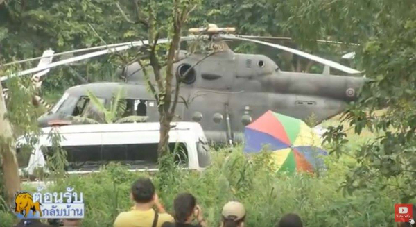 Máy bay trực thăng chở cậu bé thứ 10 và 11 đã cất cánh và đang hướng về Chiang Rai.