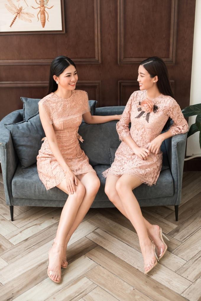 <p> Họa tiết ren được sắp xếp đa dạng nhưng đầy chủ ý khiến các người đẹp tự tin sải bước xuống phố.</p>