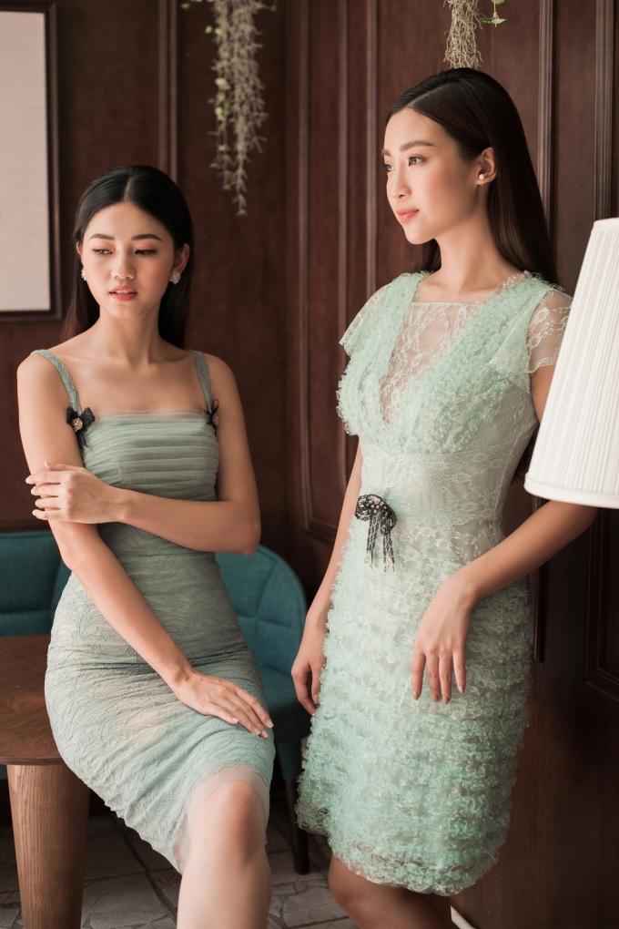 <p> Màu xanh ngọc tạo cảm giác thoải mái, tươi mát cho người mặc giữa ngày hè oi bức. Mỹ Linh kết hợp màu sắc này với thiết kế khoét sâu ở ngực. Thanh Tú lựa chọn mẫu áo hai dây vừa mát mẻ, vừa tạo sự cuốn hút cho người đối diện.</p>