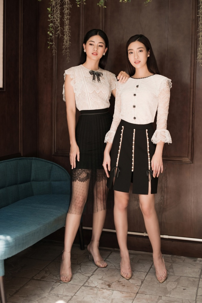 <p> Kết hợp giữa hai màu sắc trắng đen tưởng chừng như đối lập nhưng lại giúp hai nàng hậu trở nên nổi bật hơn. Chiếc nơ hoa và cúc áo khác màu ở trung tâm phần ngực tôn lên nét duyên dáng. Chân váy được cách điệu bằng cách xẻ cao hoặc sử dụng ren mỏng tạo nên sự khác biệt.</p>