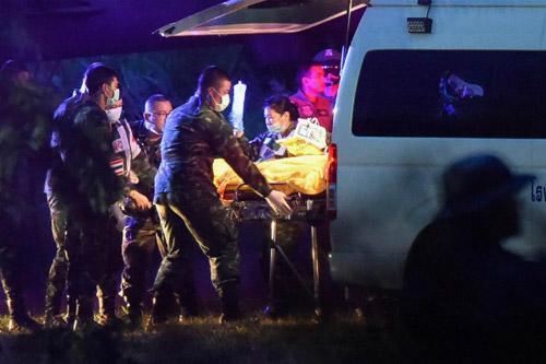 Những thành viên đầu tiên được cứu ra đã được đưa ngay đến bệnh viện.