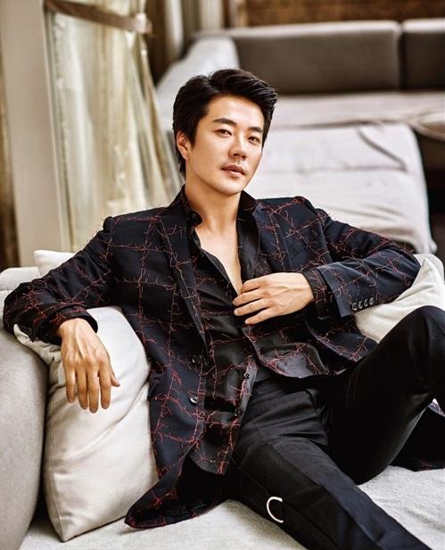 Nam diễn viên Kwon Sang Woo vẫn phong độ ở tuổi 42.