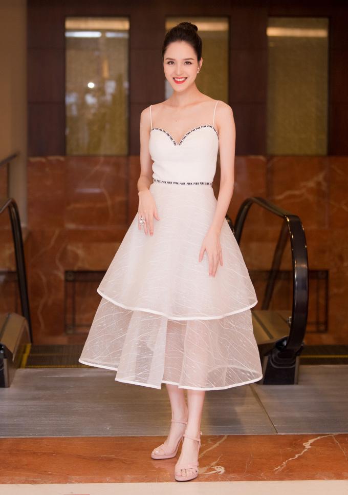 <p> Á hậu Việt Nam 2012 Hoàng Anh đang tích cực trở lại với showbiz sau hơn 1 năm sinh em bé.</p>