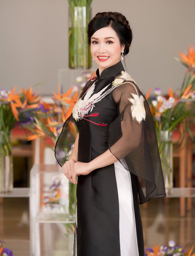 <p> Hoa hậu Việt Nam đầu tiên Bùi Bích Phương cũng là một thành viên trong BGK.</p>