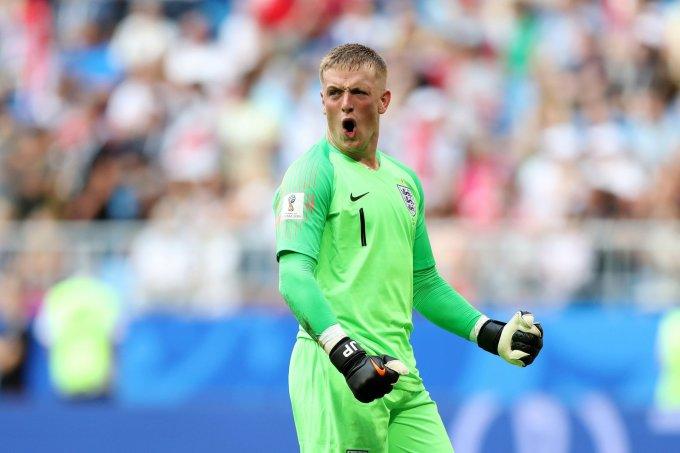 """<p> Những gì người gác đền của Everton thể hiện tại World Cup trên đất Nga khiến nhiều người phải """"chột dạ"""". Thủ môn này đã có 3 pha cứu thua """"thần thánh"""" giúp tuyển Anh bảo toàn chiến thắng 2-0 để lần đầu tiên góp mặt vào bán kết World Cup sau 28 năm chờ đợi. Pickford còn lập kỷ lục thủ môn trẻ nhất giữ sạch lưới cho tuyển Anh tại World Cup, ở tuổi 24 và 122 ngày.<br /> Trận đấu bán kết 2 giữa đội của Pickford và Croatia sẽ diễn ra vào lúc 1 giờ sáng ngày 12/7 (giờ Hà Nội).</p>"""