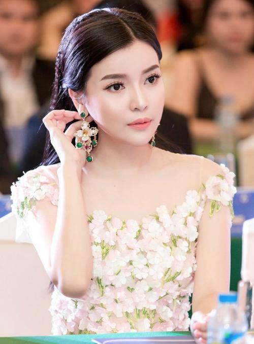 Hơn 1 năm sau khi phẫu thuật thẩm mỹ, Cao Thái Hà ngày càng hoàn thiện nhan sắc. Cô dần được giao nhiều tuyến nhân vật đa dạng hơn so với trước đó.