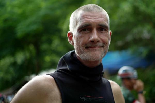 Ivan Karadzic, thợ lặn tham gia chiến dịch giải cứu 13 người mắc kẹt.