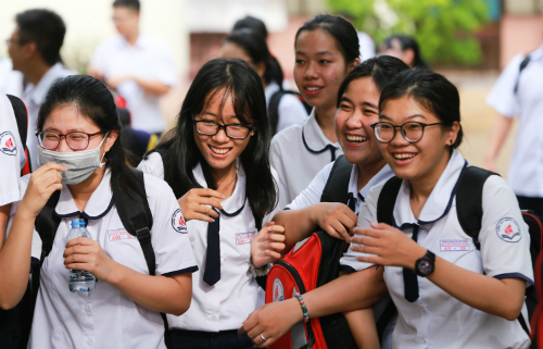 Thí sinh vui vẻ tham dự kỳ thi THPT quốc gia 2018. Ảnh:Quỳnh Trần.