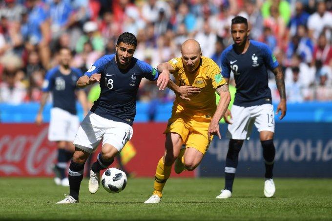 <p> ĐT Pháp khởi đầu hành trình chinh phục cúp vàng trên đất Nga bằng chiến thắng nhọc nhằn trước ĐT Australia. Với lối chơi thiếu thuyết phục, Les Bleus đã khiến không ít người hâm mộ lo lắng về khả năng tiến sâu của đội.</p>