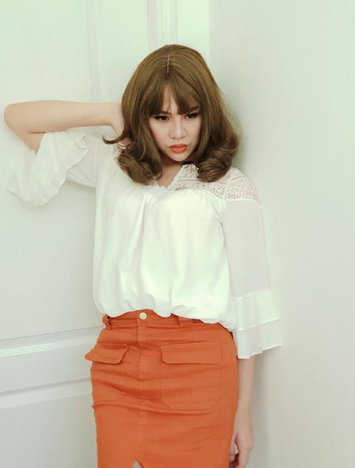 Duy Khánh gây bất ngờ vì duyên dáng chẳng kém gì phái nữ khi ăn mặc, trang điểm giả gái.