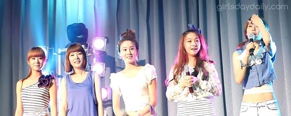 Hye Ri, Yura, Min Ah, So Jin và Ji Hae sau khi Jin và Ji Sun rời nhóm.