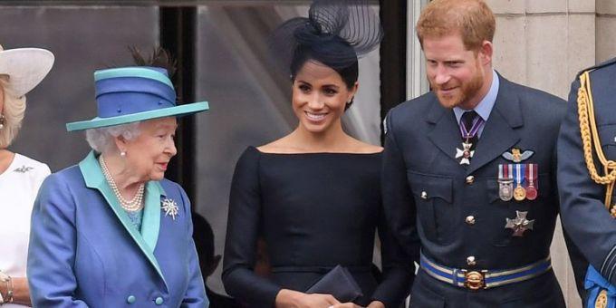 """<p> """"Để giúp Meghan nhanh chóng hòa nhập với cuộc sống Hoàng gia, Nữ hoàng đã mời cô ấy tham dự cùng bà nhiều sự kiện trước công chúng, điều hiếm thấy đối với cố Công nương Diana trước đây"""".</p>"""