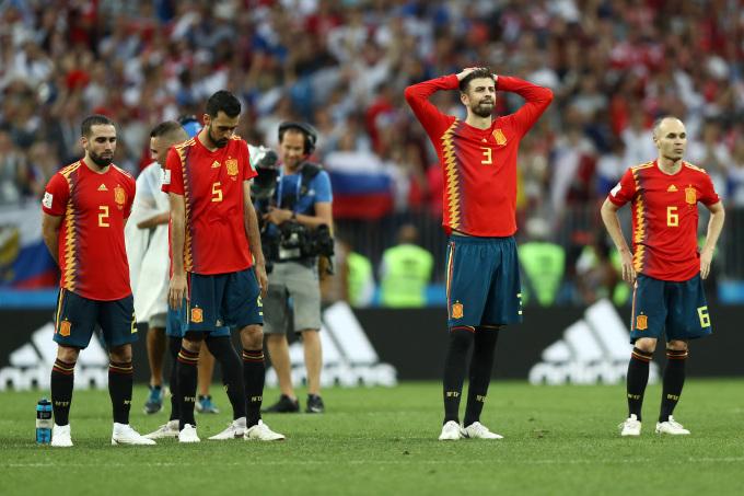 <p> Tây Ban Nha dừng chân ở vòng 1/16 khi không thể vượt qua chủ nhà Nga trong loạt sút luân lưu may rủi.</p>