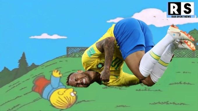 """<p> Neymar bị các cầu thủ Thụy Sĩ phạm lỗi tới 10 lần và lập nên một """"kỷ lục"""" mới kể từ năm 1998 đến nay. Hình ảnh ngôi sao tuyển Brazil lăn lộn trên sân cũng trở thành hot meme được cộng đồng mạng share điên đảo.</p>"""