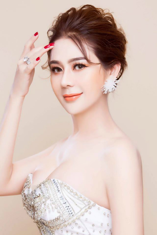 Lâm Khánh Chi.