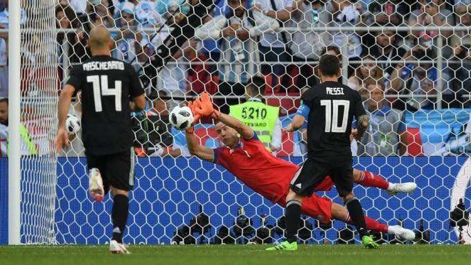 """<p> Đá hỏng phạt đền trong trận gặp Iceland, Messi trở thành nhân vật bị troll nhiều nhất trên mạng xã hội với biệt danh """"Miss Penalty"""".</p>"""