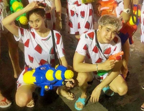 Cả hai diện áo đôi khu du lịch ở Thái Lan.