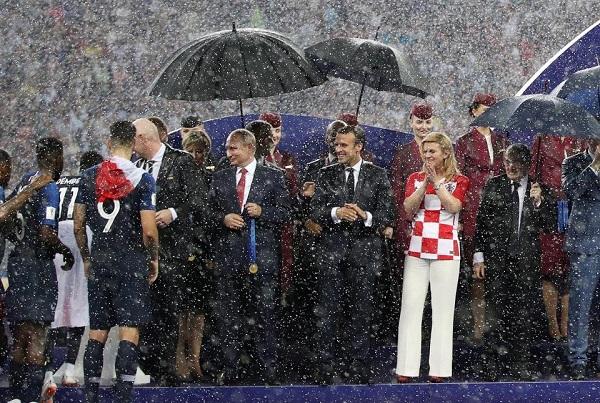 Hình ảnh đẹp của các nguyên thủ trên lễ đài trao giải World Cup 2018.