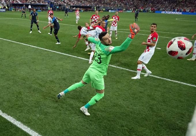 <p> Bàn mở tỷ số trận chung kết World Cup là bàn phản lưới nhà, khiến World Cup 2018 lập kỷ lục về số bàn thắng phản lưới nhà - 12 bàn.</p>